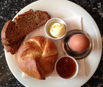 Frühstück im Café Europa in Wien