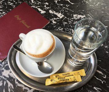 Frühstück im Café Jelinek in Wien