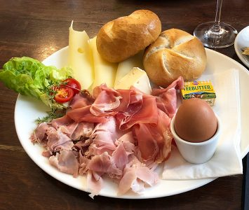 Frühstück im Café Wortner in Wien