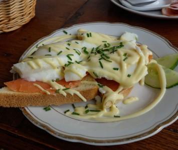 Frühstück im Café Nest in Wien