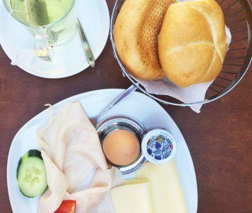 Frühstück im Café DO-AN in Wien