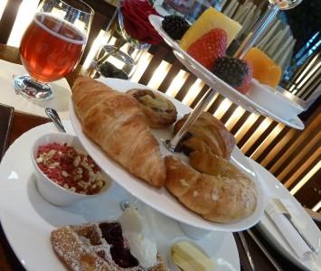 Frühstück in der Carpe Diem Lounge-Café im Hangar-7