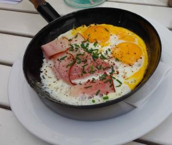 Frühstück im Frühstückssalon Augustin
