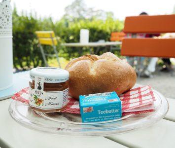 Frühstück in Landtmann's Jausenstation in Wien