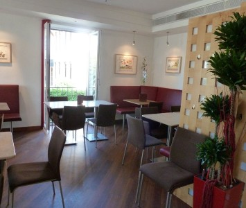 Frühstücken im Café Moser