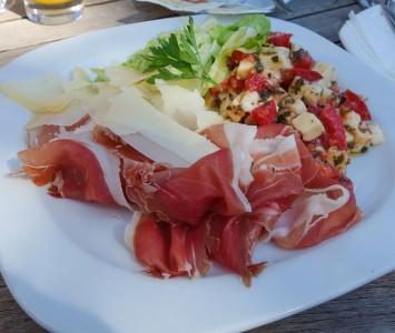 Frühstück im Café am Platz in Wien