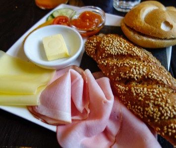Frühstück im Café Josefine in Wien
