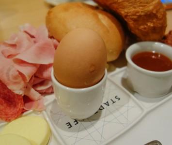 Frühstück im Stadtcafé in Wien