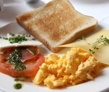 Frühstück im Speisesaal in Graz