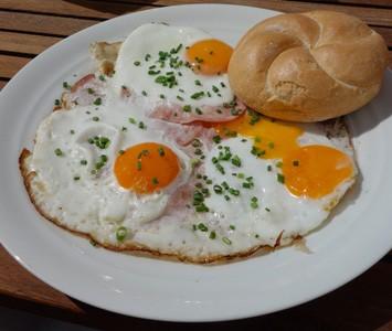 Frühstück im Augarten Café in Wien