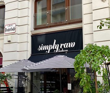 Frühstück in der Simply Raw Bakery in Wien