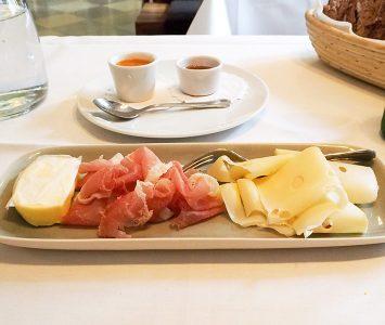 Frühstück in der Floh Gastwirtschaft in Langenlebarn