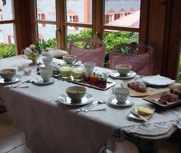 Tisch im Wintergarten