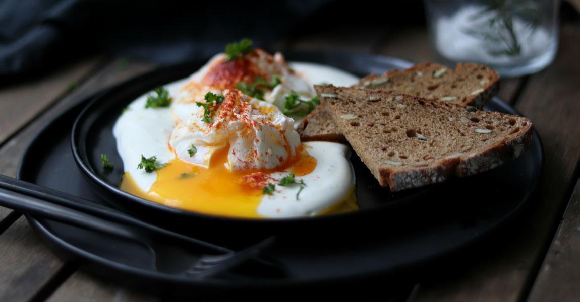 Pochiertes Ei mit Joghurt