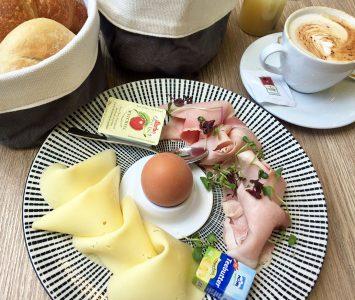 Frühstück im Café Leopold in Wien