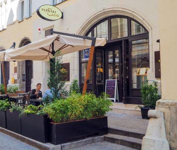 Frühstück im Ferrari Café in Wien
