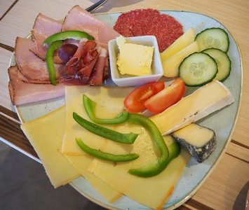 Frühstück im Café im Erzspeicher in Hall in Tirol