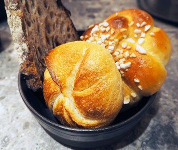 Frühstück in der Bäckerei Öfferl in Wien
