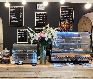Schnelles Frühstück im Coffee Junkie in Wien