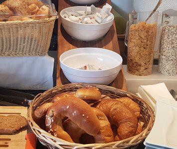 Frühstück in der Bäckerei Rösslhuber in Bergheim