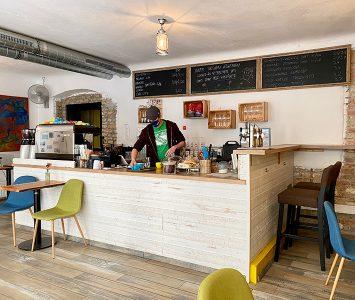 Frühstück im Café Namenlos in Wien